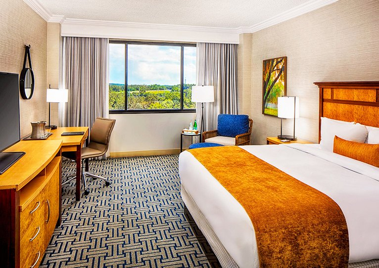 king-room-of-hilton-ocala-hotel-th